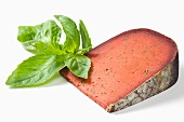 Red pesto -flavored Tomme and fresh basil
