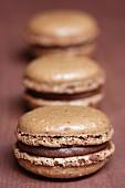 Schokoladen-Krokant-Macaron