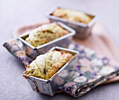 Pear-gorgonzola small savoury loaf cakes