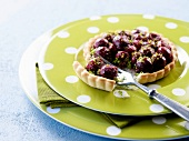 Cherry-pistachio tartlet