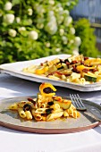 Pasta, zucchini and sun-dried tomato salad