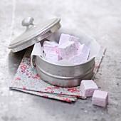 Marshmallows in Metalldose