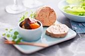 Dampfgegarte Foie Gras mit geschmortem Gemüse