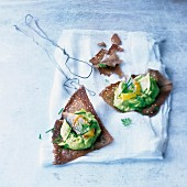 Bite-size crisp galettes with guacamole and mackerels