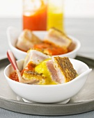 Half-cooked tuna with pureed peppers