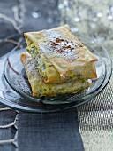 Pastilla (marokkanische Pastete) mit Hähnchen und Mandeln