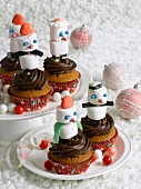 Snowmen-shaped cupcakes