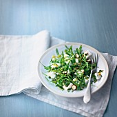 Rocket lettuce and goat's cheese salad