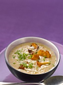 Creamy chanterelle soup with pears