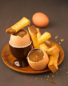 Almond-flavored chocolate eggs with brioche fingers