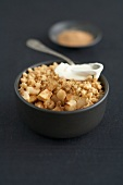 Cinnamon-flavored apple crumble