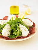 Rocket lettuce salad with Brousse cheese and Grisons meat