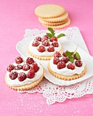 Shortbread cookies with whipped cream and raspberries