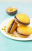 Passionfruit-milk chocolate Whoopies