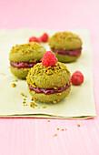 Pistachio-raspberry Whoopies