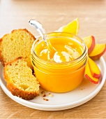 Sponge cake with mango-orange puree