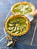 Zucchini-gorgonzola flaky pastry tartlet