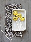 Smiley Pop Cakes