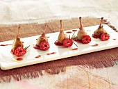 Quail's thighs with raspberry puree