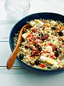 Reissalat mit Würstchen
