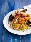 Spaghettis with shellfish and seafood