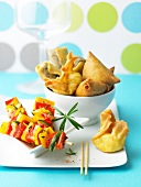 Mini vegetable brochettes with fried appetizers
