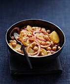 Chickpea,potato,and onion spicy salad
