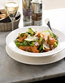 Salmon, zucchini and parmesan salad