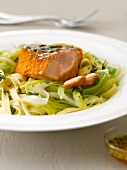 Salmon marinated in maple syrup with tagliatelles and leeks