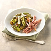 Pan-fried green asparagus with coppa