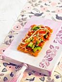 Crisp carrot cracker with vegetables