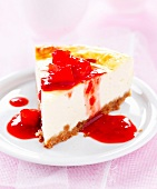 Fromage blanc cheesecake with strawberry puree