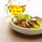 Kartoffelsalat mit Radieschen und Sellerie