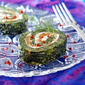 Spinach,salmon and cream cheese roll with pink pepper