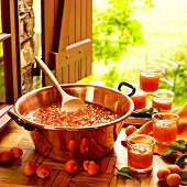 Aprikosenmarmelade zubereiten