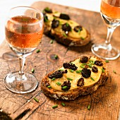 Saint-Nectaire and morels on toast