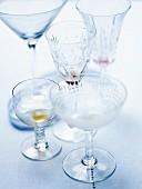 Verschiedene leere Cocktailgläser