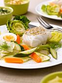 Aïoli au cabillaud (Stockfisch mit Gemüse, hartgekochten Eiern und Knoblauchsauce, Provence)