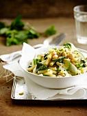 Makkaroni mit Zucchini und weißen Bohnen