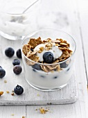 Yoghurt with bilberries and wholemeal cereals