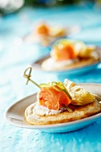 Buckwheat blinis with smoked salmon and cream with pink pepper