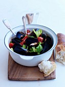 Mussels with celery and tomatoes