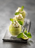 Kiwis garnished with mascarpone mousse