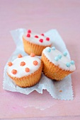 Cupcakes with vanilla-flavored frosting