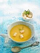 Fischsuppe mit Croutons