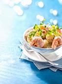 Kaisergranat mit Curry auf Amandine-Schmelzkartoffeln mit Kräutersauce
