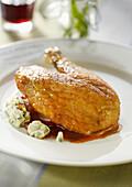 Guinea-fowl stuffed with garlic cream