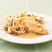 Chicken escalope with button mushrooms and creamy sauce