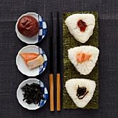 Dreierlei Onigiris (gefüllte Reisbällchen, Japan)