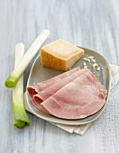 Ingredients for a leek and ham cheese-topped dish